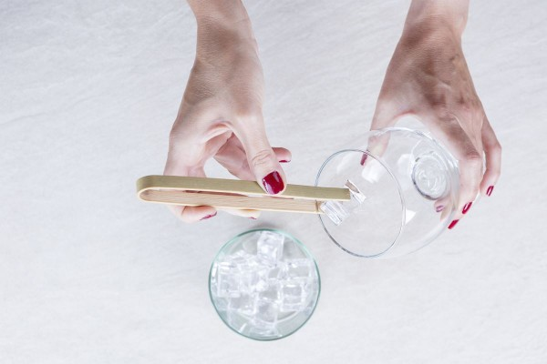 Fotos detalladas de la preparación de un Gin Tonic - paso 3