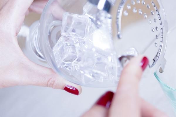 Fotos detalladas de la preparación de un Gin Tonic - paso 7