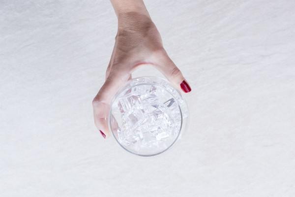 Fotos detalladas de la preparación de un Gin Tonic - paso 8